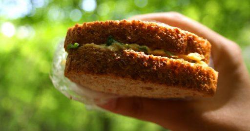 Sandwich especial con hummus